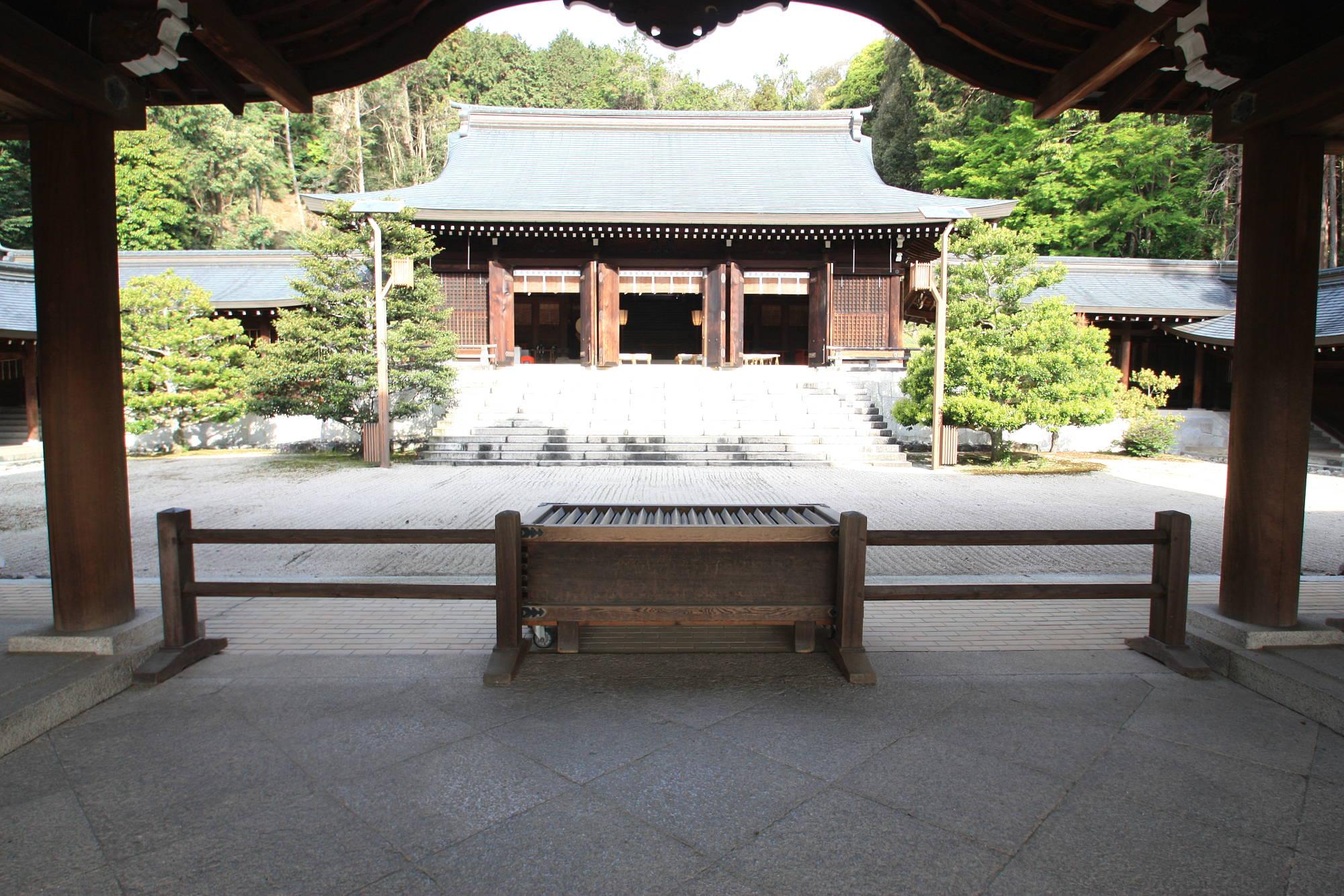 近江神宮の拝殿