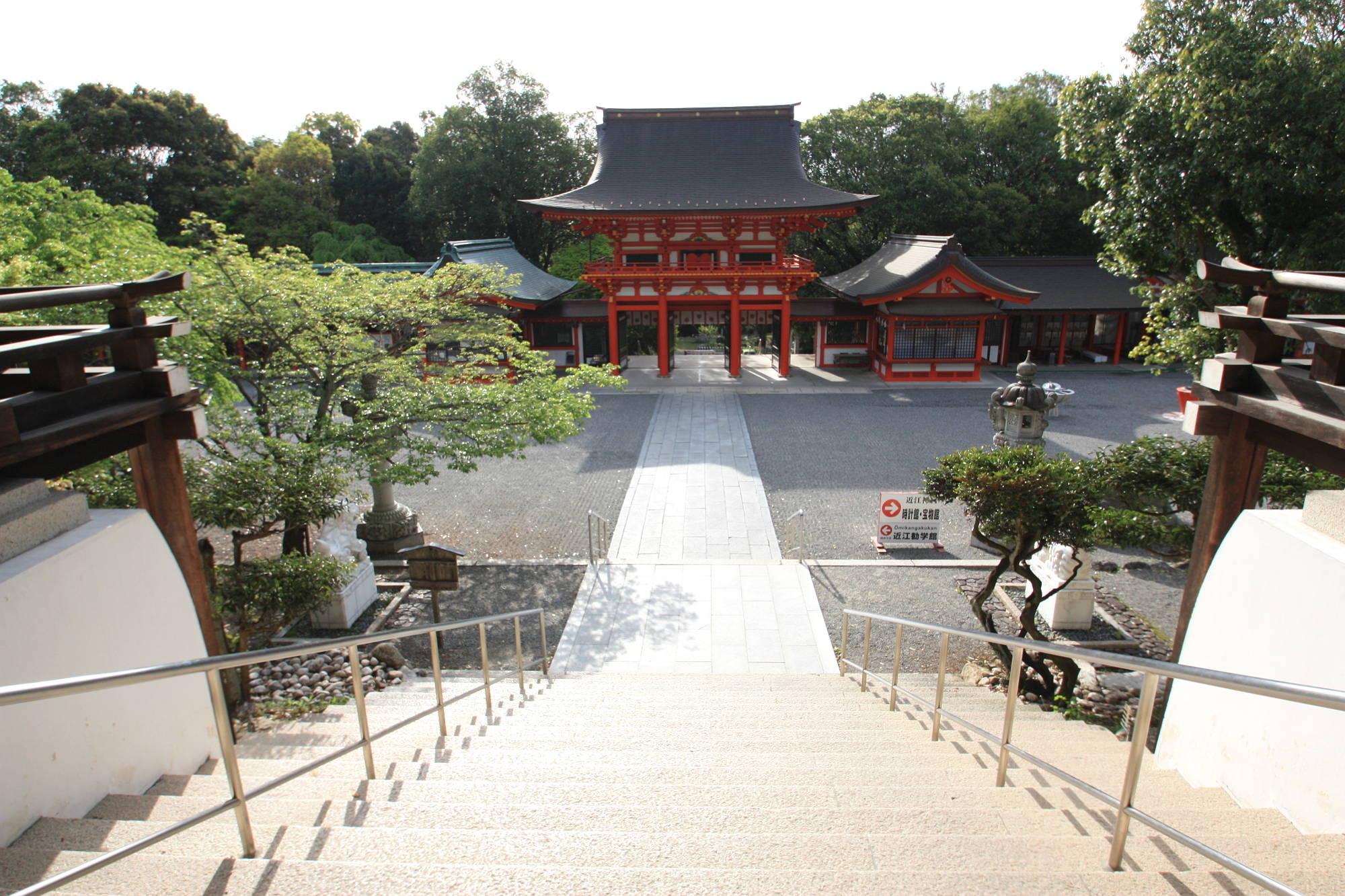 外拝殿から見た楼門