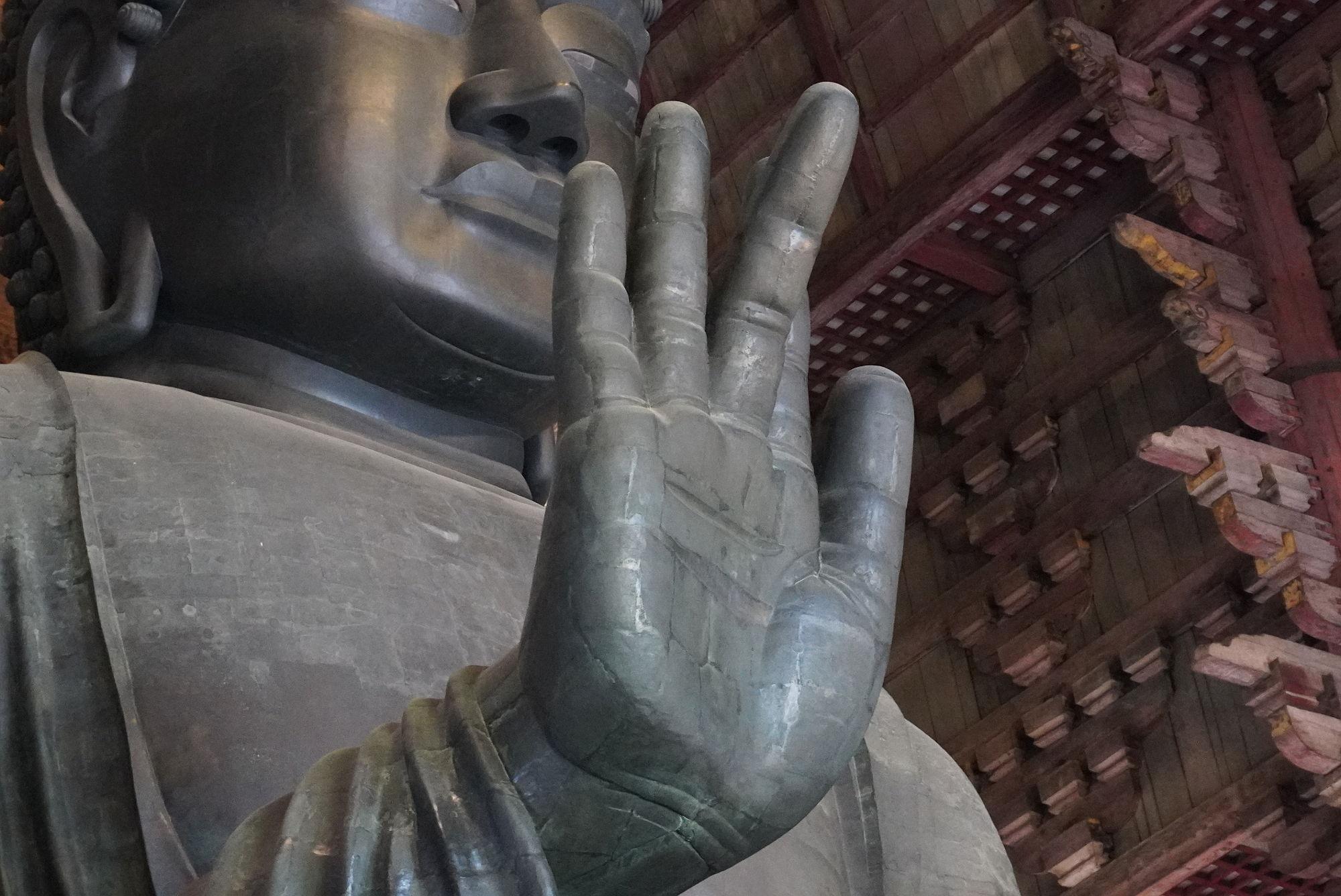 奈良の大仏の右手