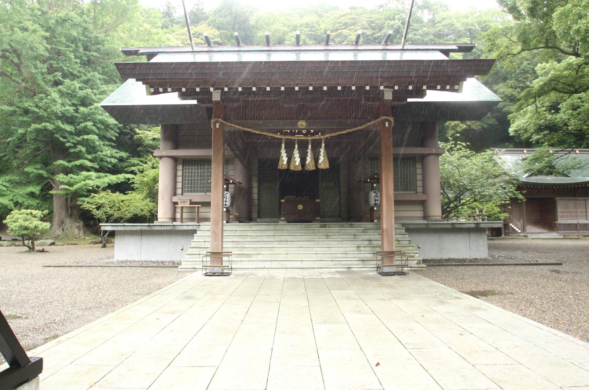 安房神社の拝殿