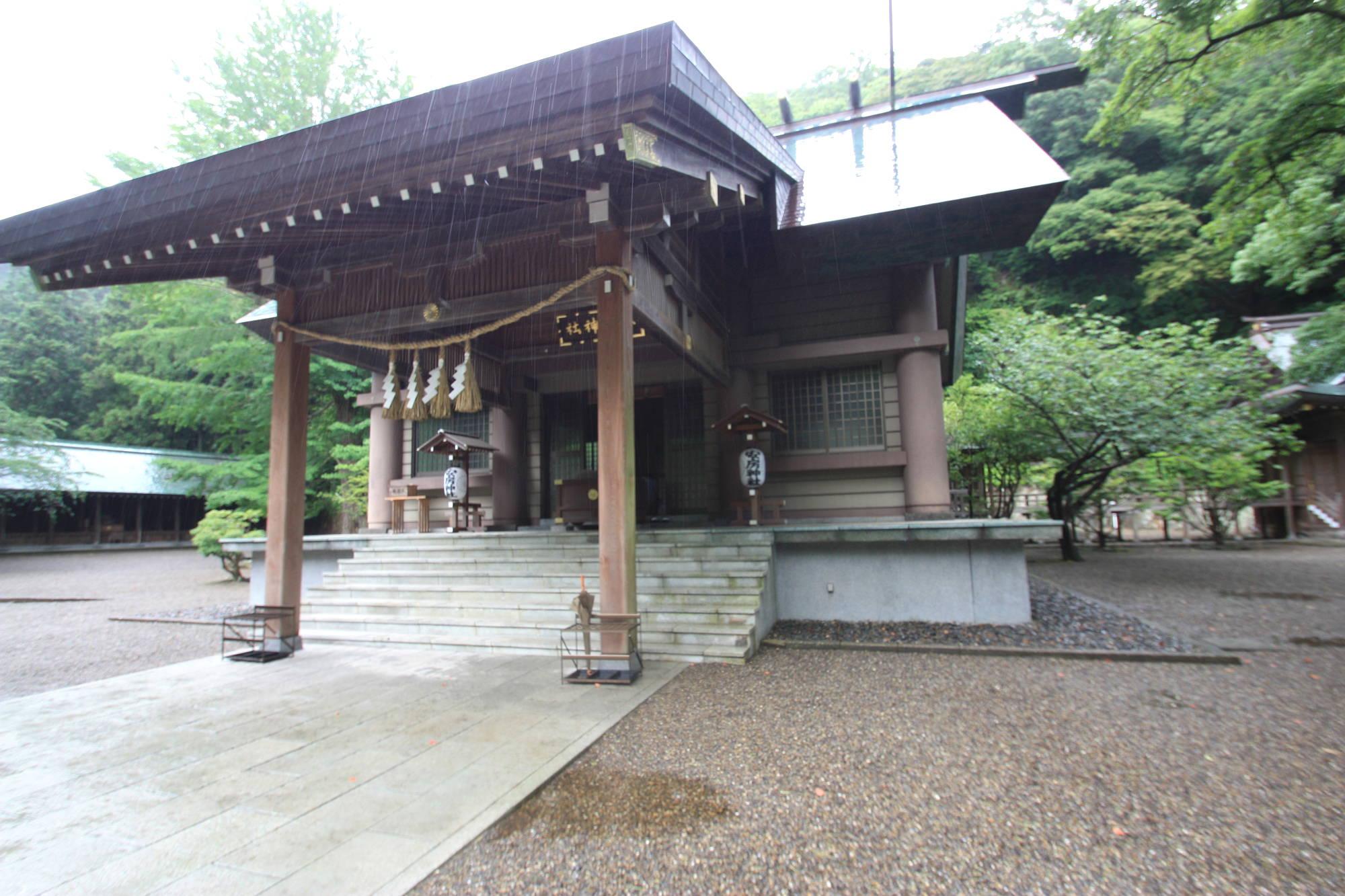 安房神社の社殿(本殿)