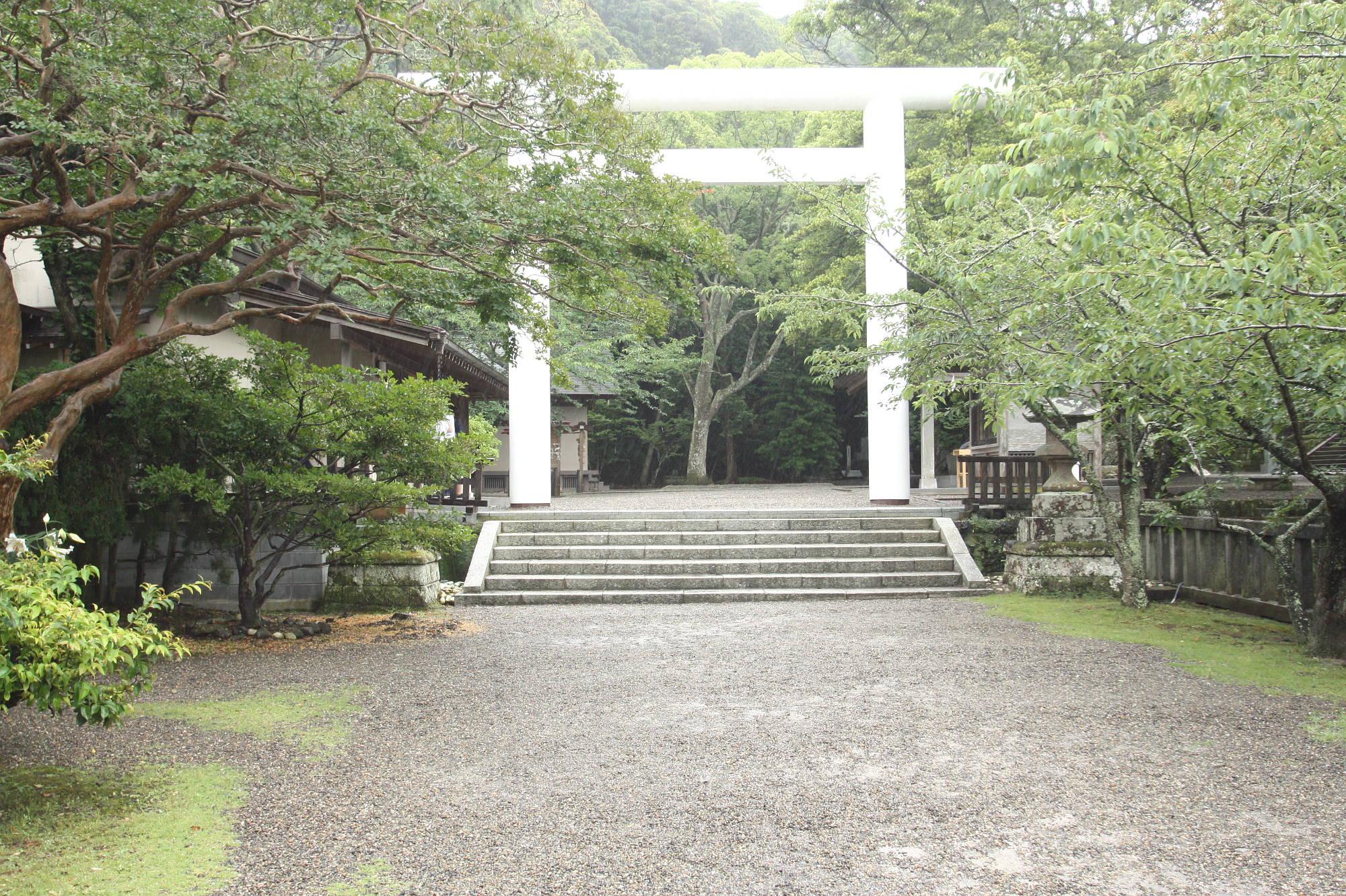安房神社「二の鳥居」