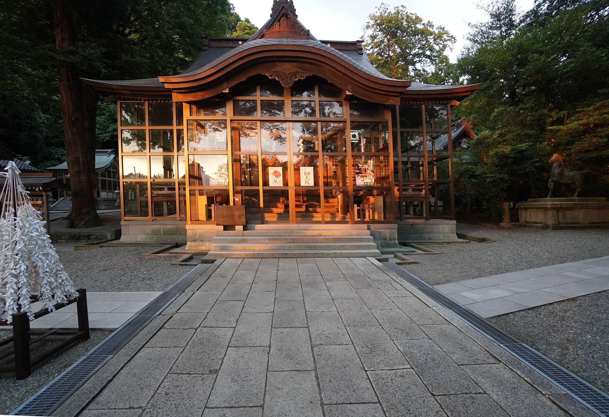 金劔宮の社殿