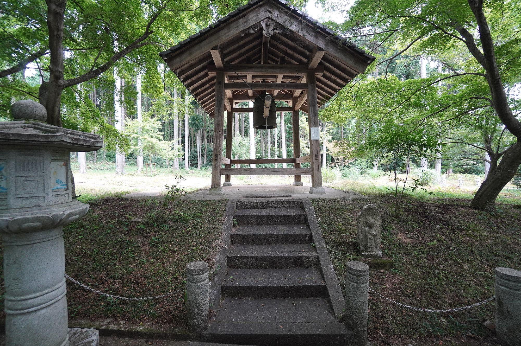 高山寺の鐘楼