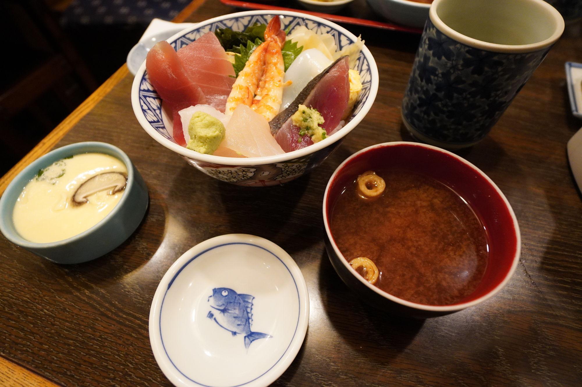 藤沢で食べた昼ご飯「海鮮丼」