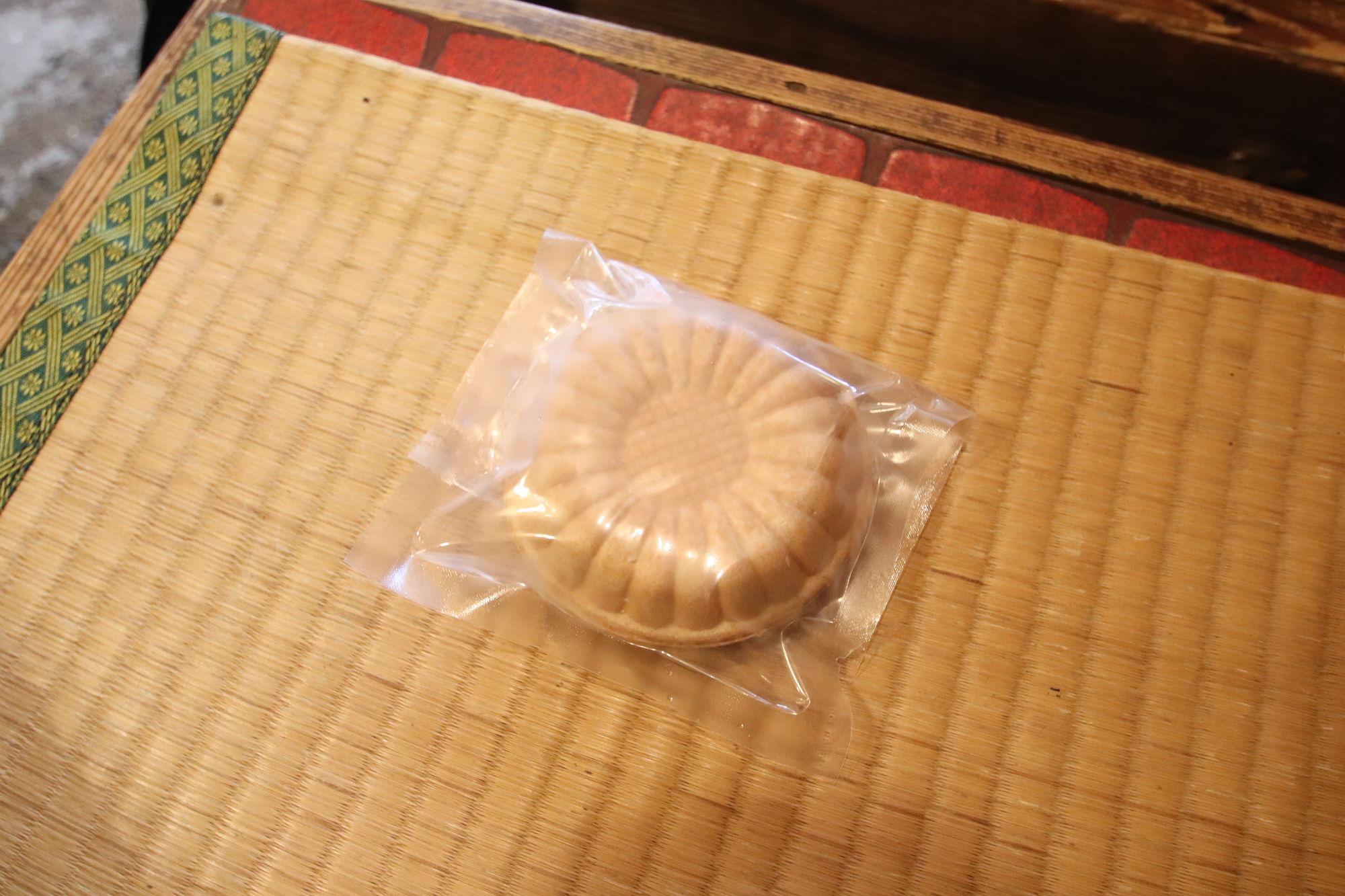伏見稲荷神社で食べた「最中」