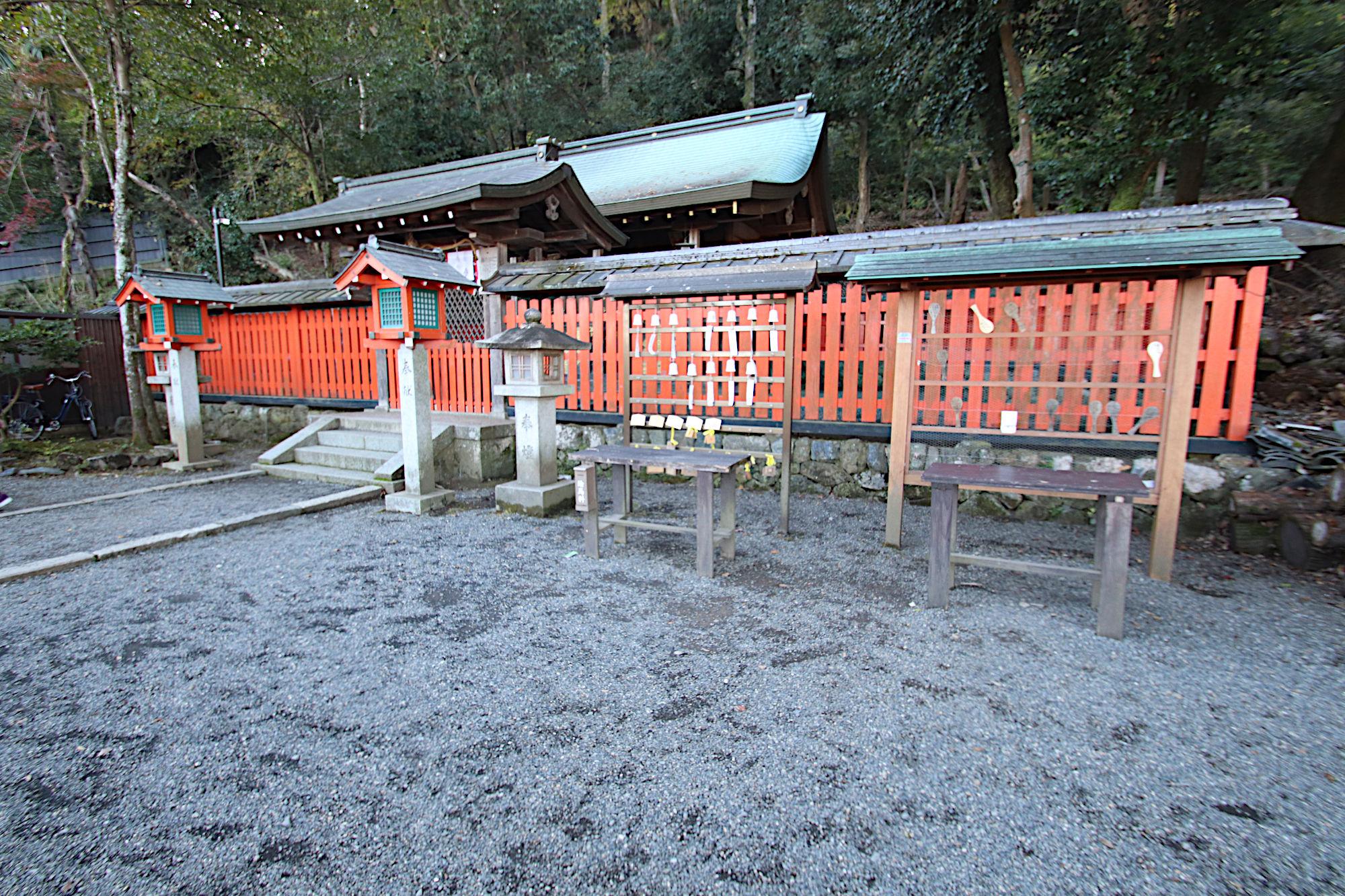 櫟谷宗像神社の拝殿(松尾大社の摂社)