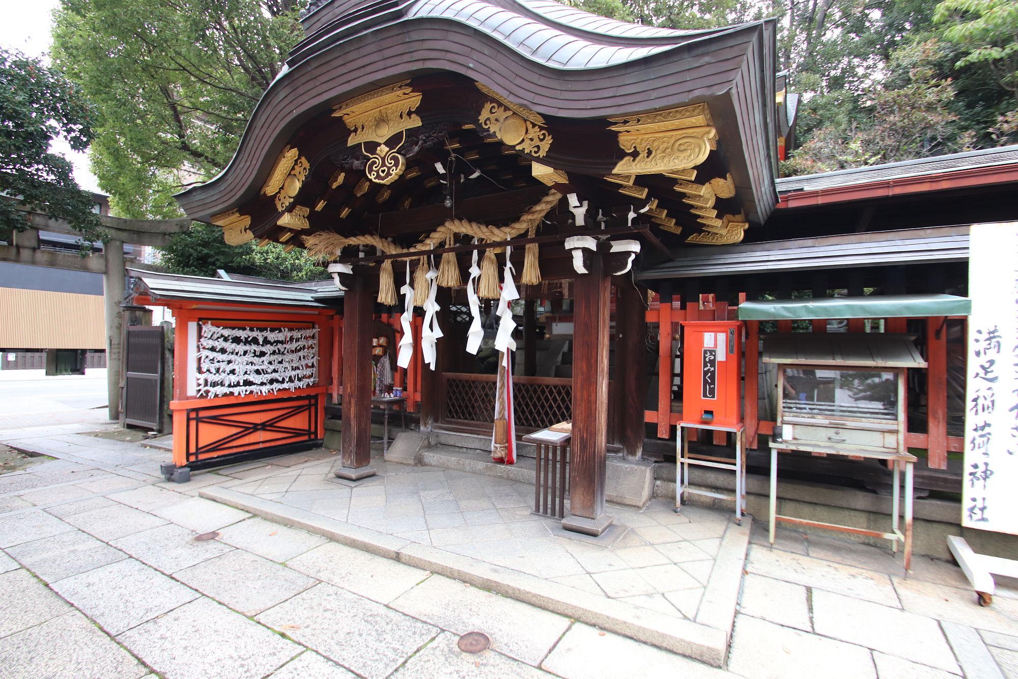 満足稲荷神社の拝殿