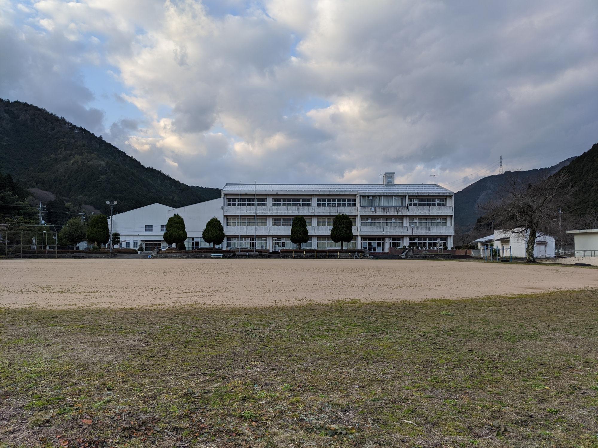 丹波「遠阪小学校」