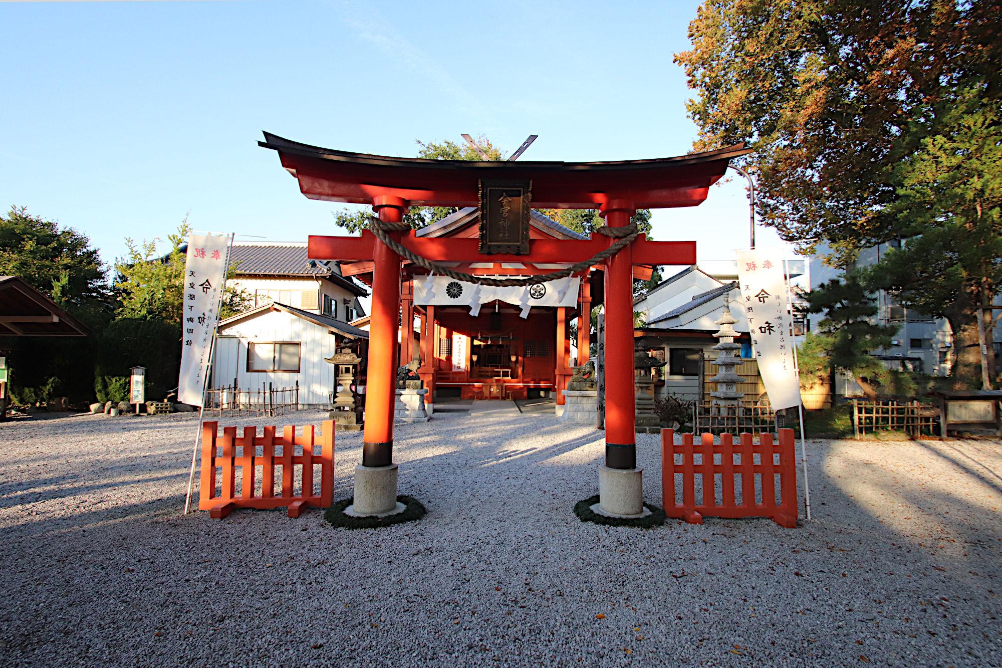 秩父今宮神社の鳥居と拝殿