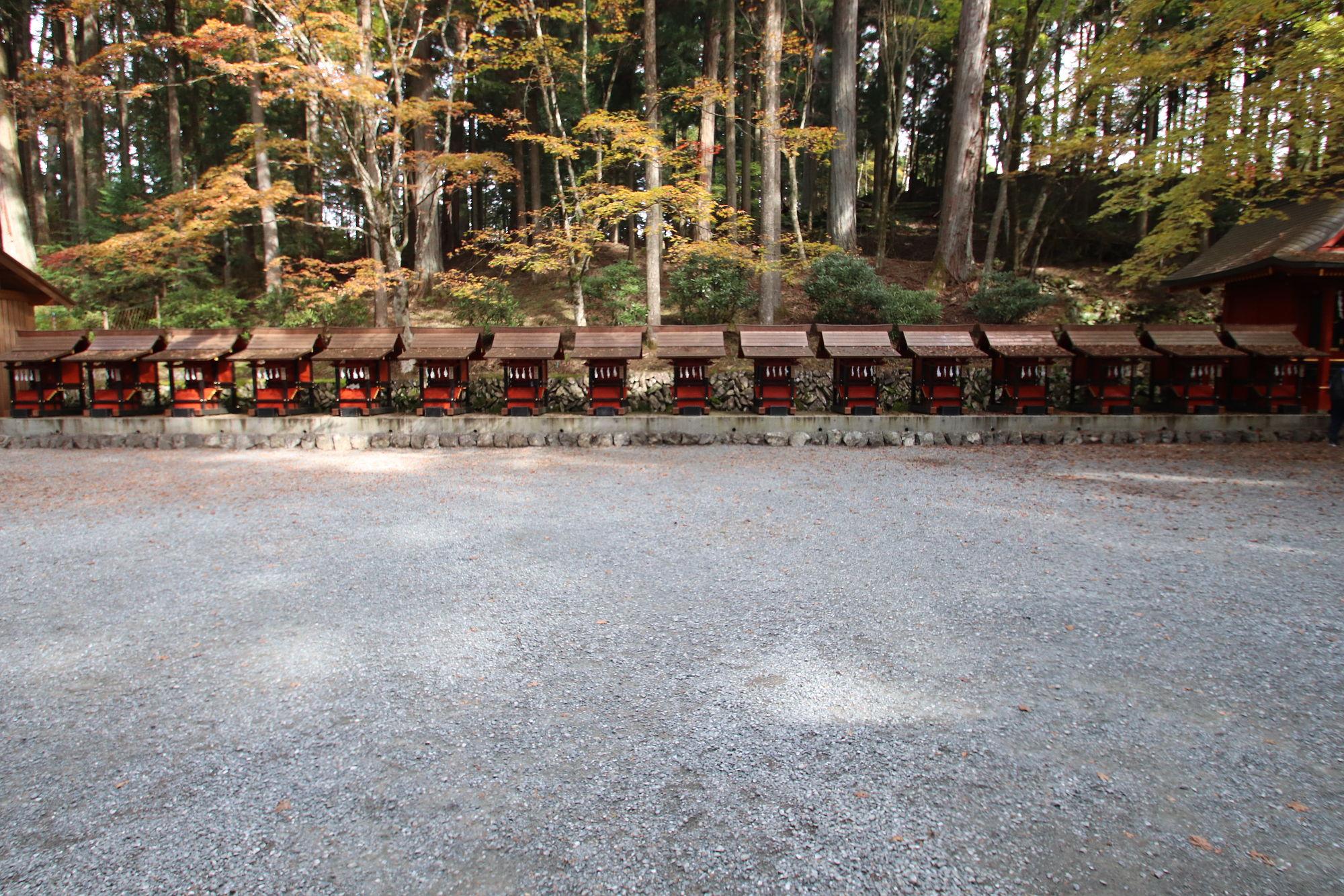 三峰神社の末社
