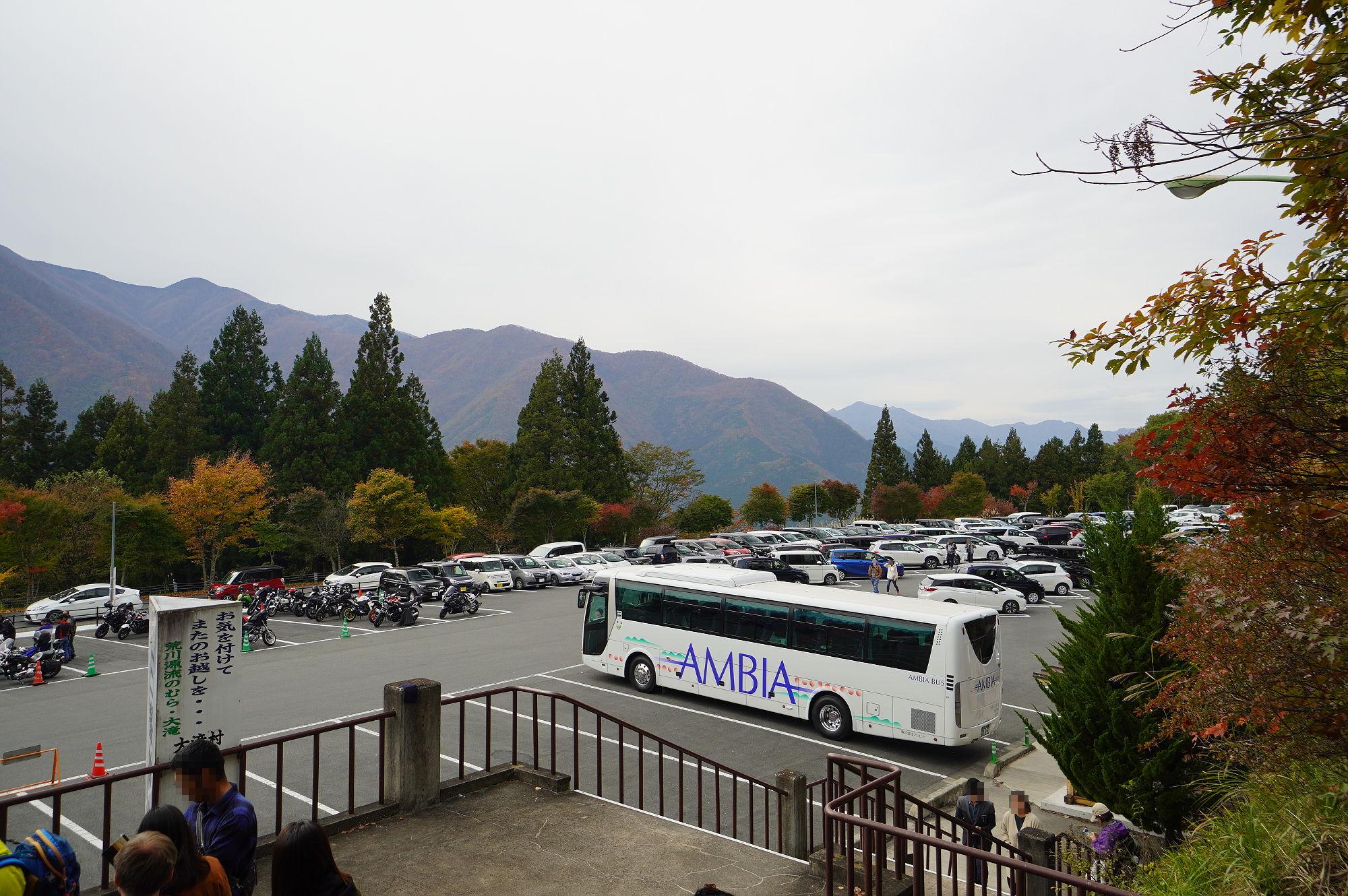 三峰神社の駐車場