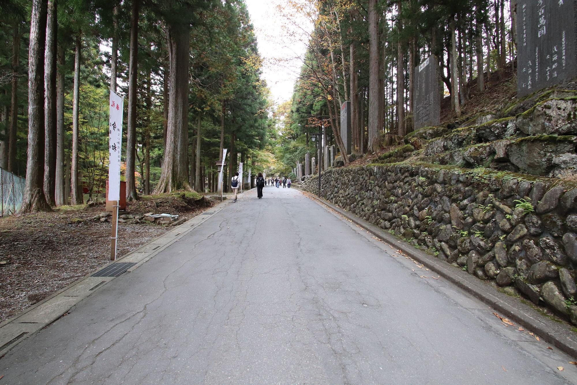三峰神社の参道