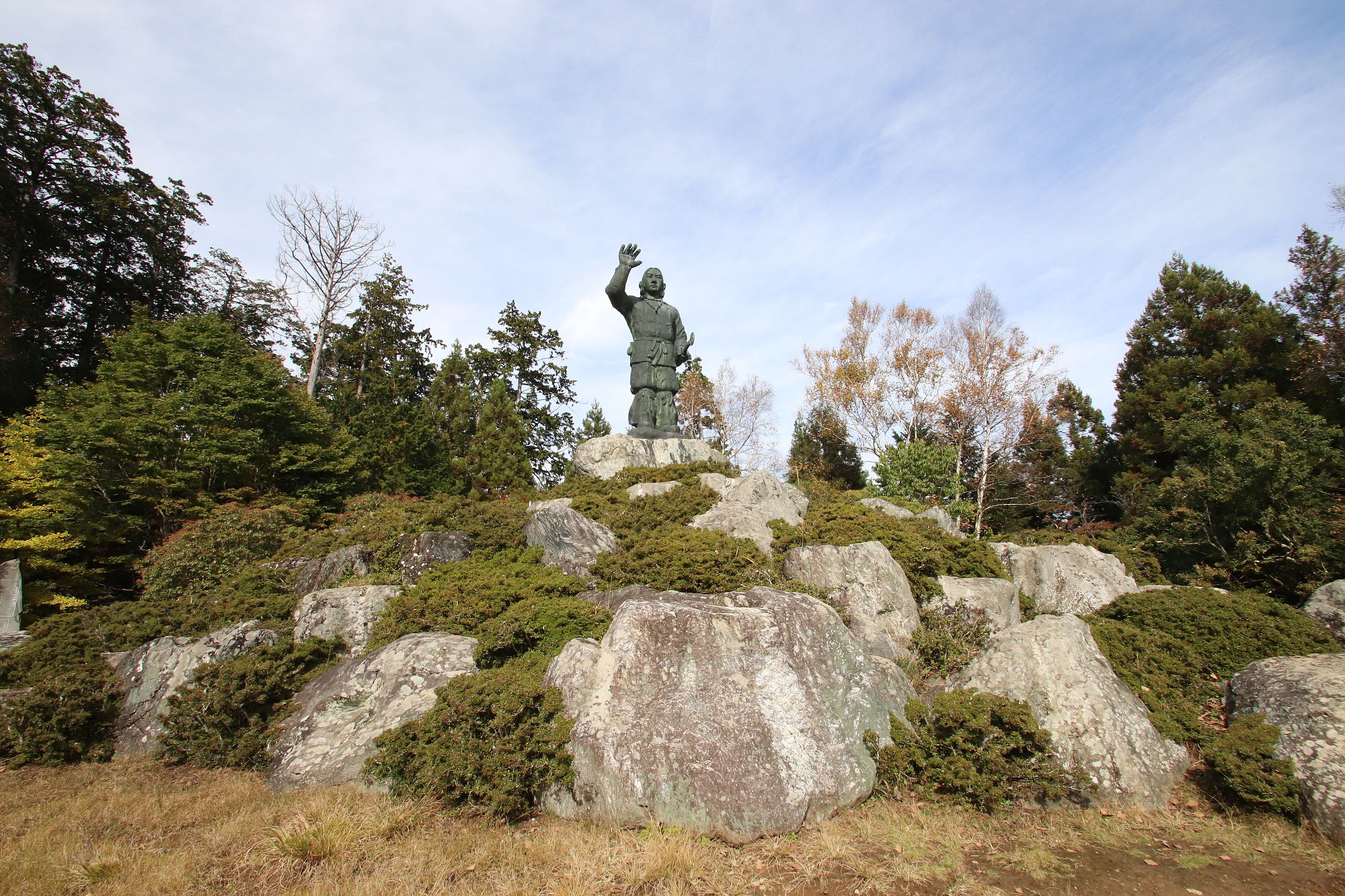 三峰神社の日本武尊の銅像