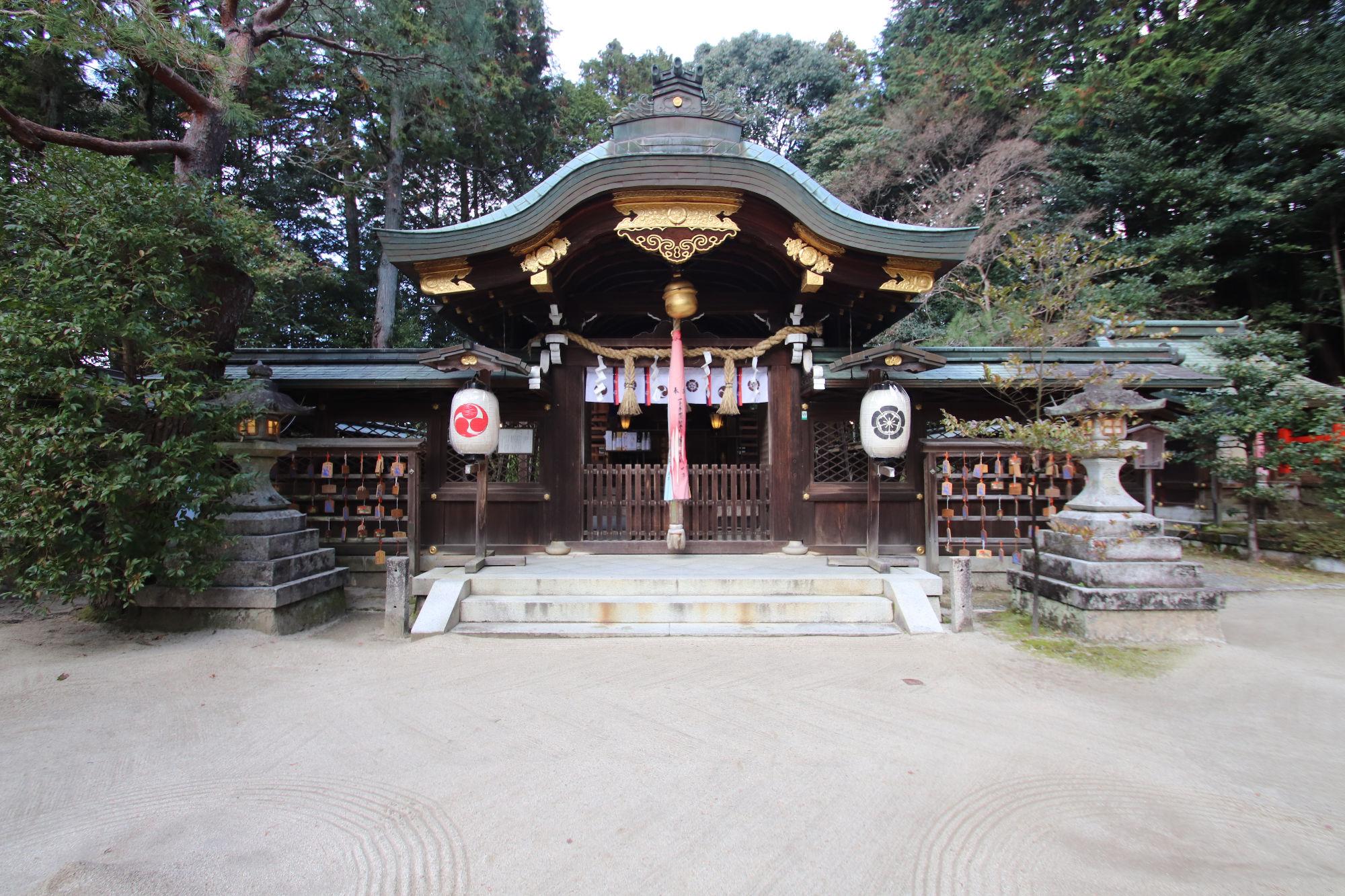 八大神社の拝殿